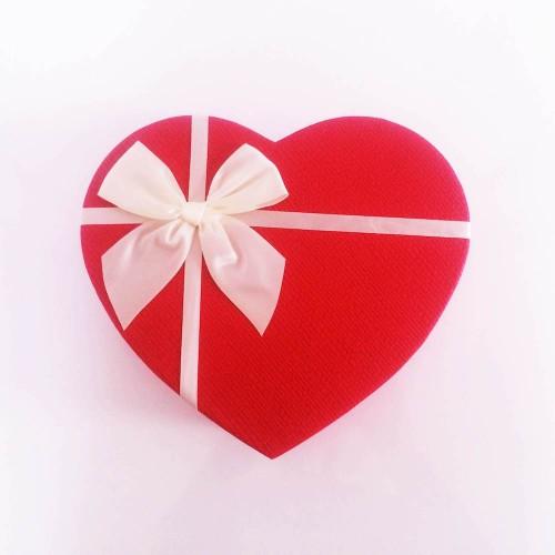 Sevgiliye Özel Kalp Kutuda Sürpriz Hediyeler